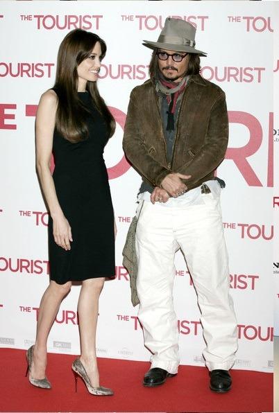 جانی دپ در این استایل نیز در کنار آنجلینا جولی