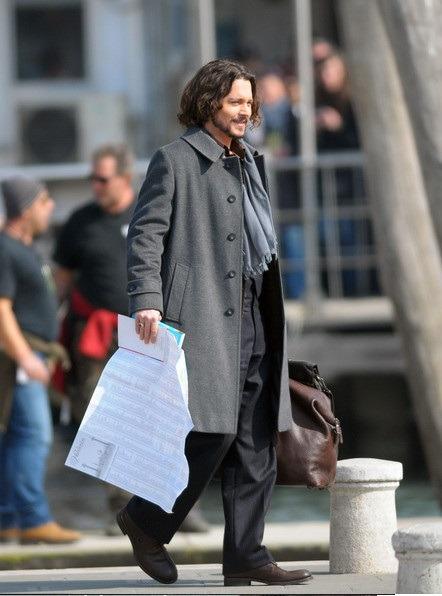 جانی دپ در این استایل موهای بلند موجی