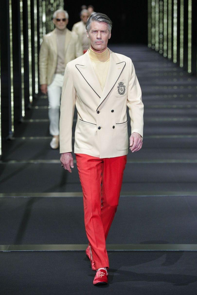 رنگ جذاب شلوار و کفش قرمز مردانه