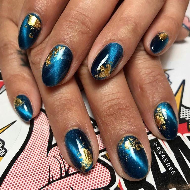 ترکیب رنگ آبی تیره با ورق های نازک طلا