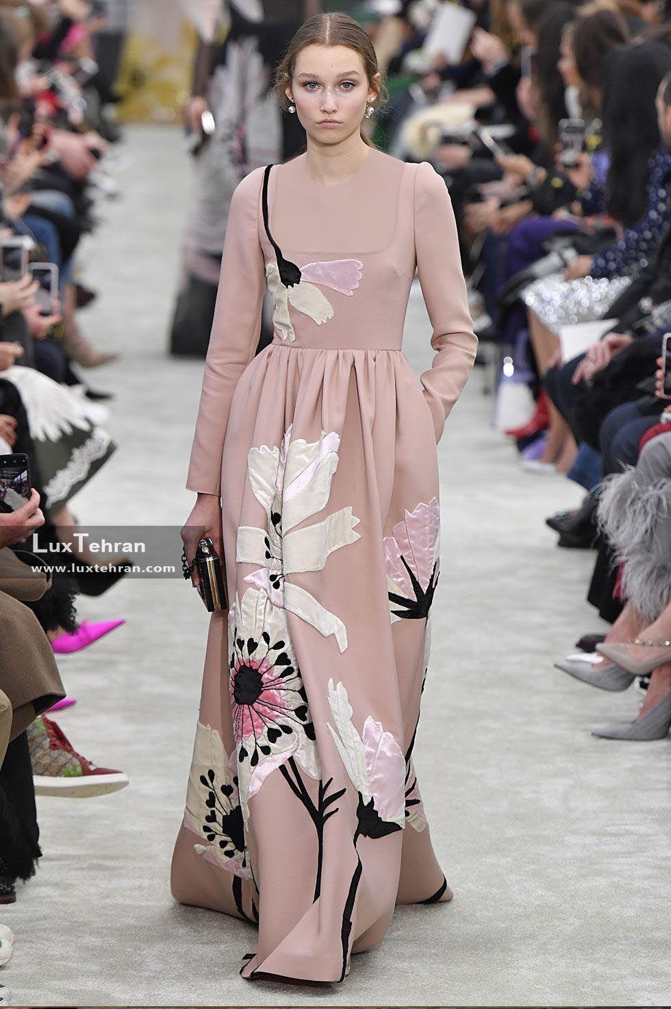 لباس گلدوزی صورتی در هفته مد پاریس