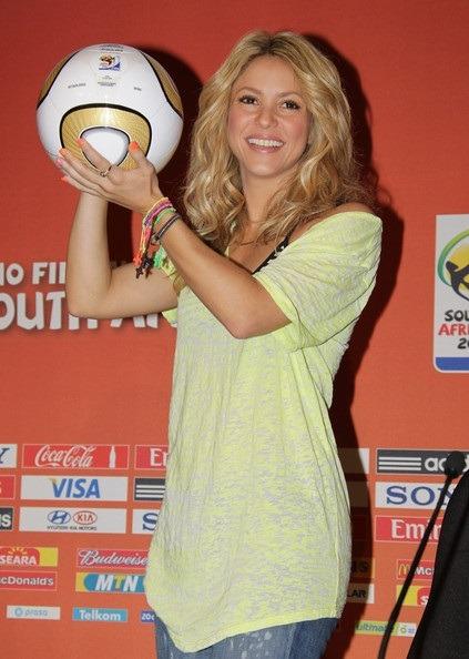 تیپ اسپرت شکیرا را در جام جهانی ۲۰۱۰ میلادی