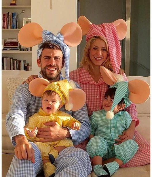 تیپ های جذاب شکیرا و پیکه را در کنار دو پسرشان