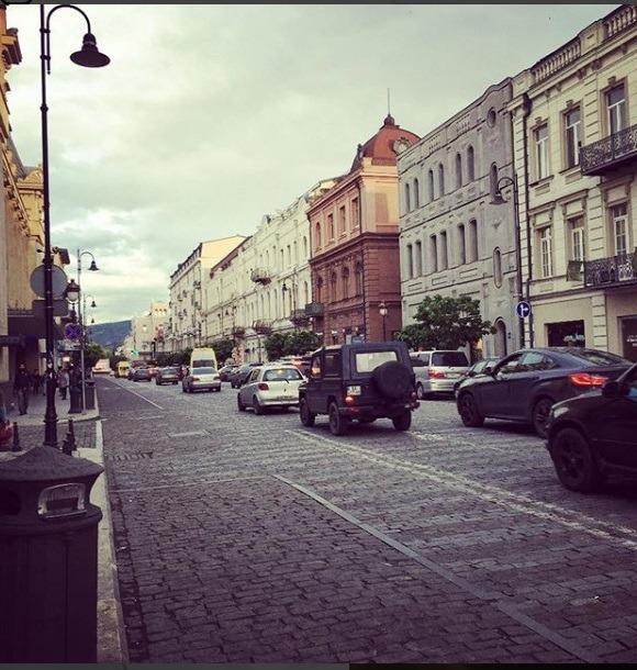 خیابان های آرام و زیبا تفلیس