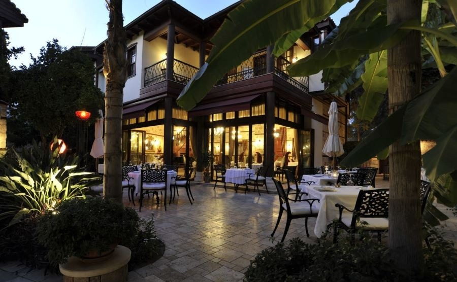فضای باز رستوران هفت مهمت آنتالیا