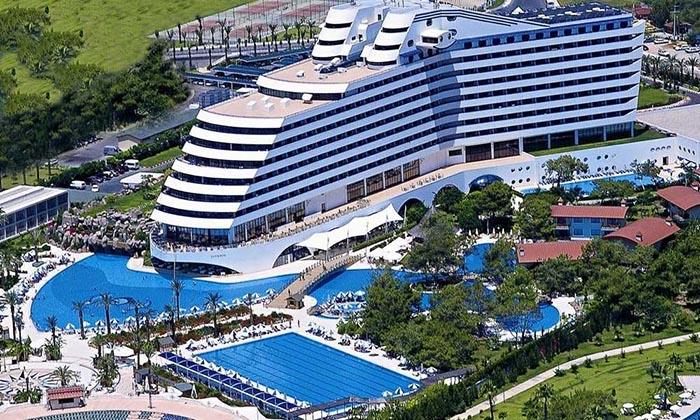 تصویری هوایی از امکانات هتل مجلل تایتانیک آنتالیا