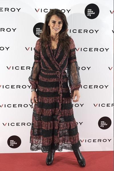 پنه لوپه کروز لباس بلند مشکی و بنفش از برند ETRO