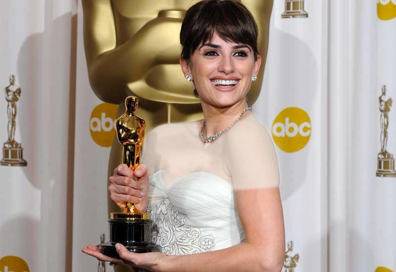 لباس پنه لوپه کروز در زمان دریافت جایزه اسکار