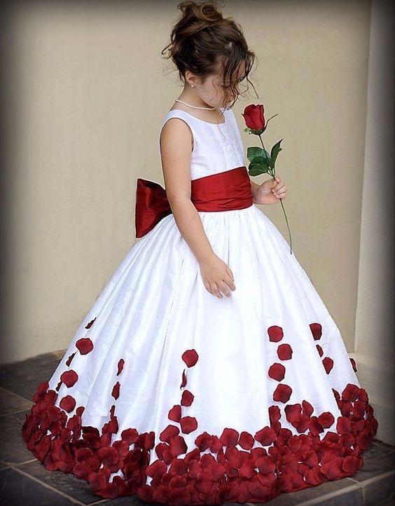لباس عروس بچه گانه با تم گل سرخ