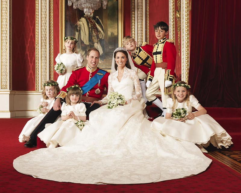 لباس عروس و ساقدوش های خردسال