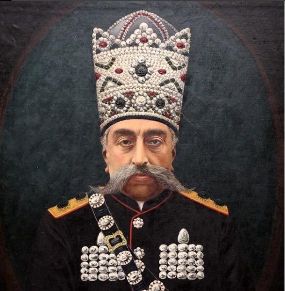 پرتره ای از مظفر الدین شاه قاجار که در نمایشگاه موزه لوور-لارنس