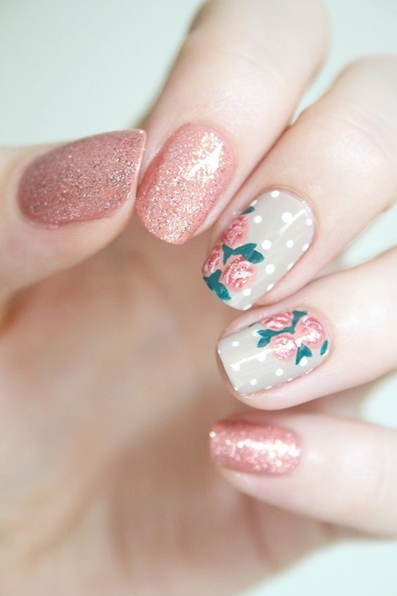 طراحی ناخن اکلیلی گلدار