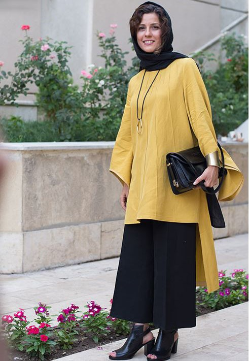 تصویری از سارا بهرامی با مانتویی به رنگ زرد