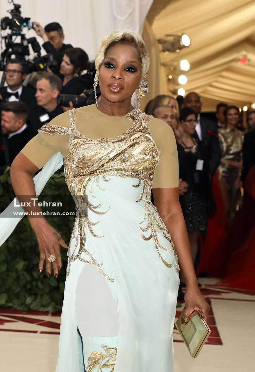 شاهد لباس سفید رنگی از MARY J BLIGE