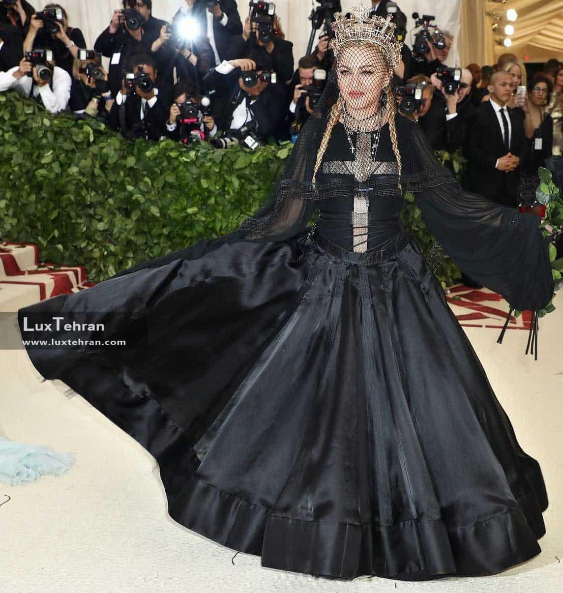 لباس مشکی بلندی از مدونا، ملکه پاپ قرن بیستم