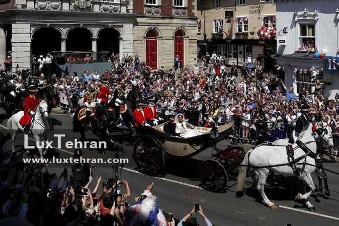 لحظه خروچ مگان مارکل و هری از کلیسا و سوار بر کالکسه سلطنتی