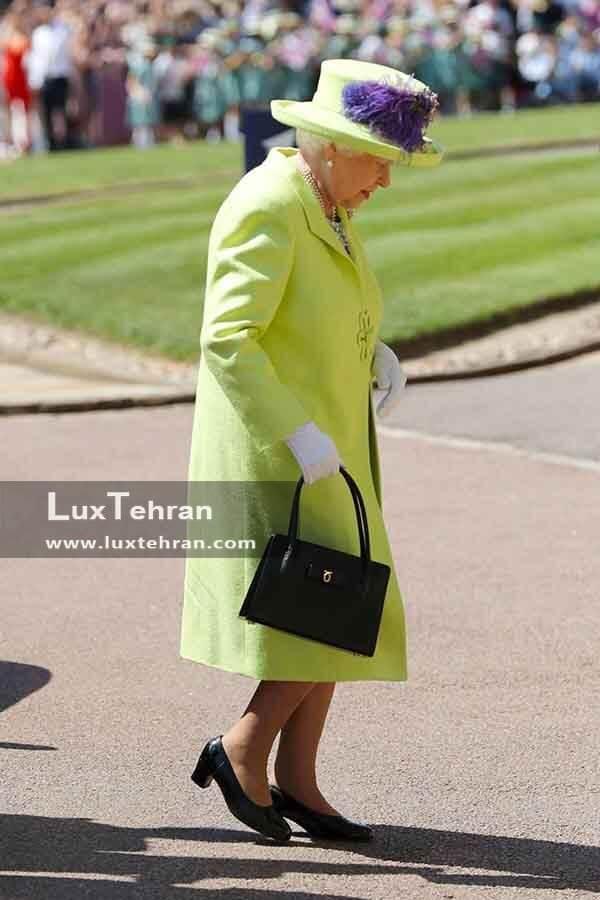(لباس زیتونی ملکه الیزابت دوم در مراسم عروسی مگان و هری)