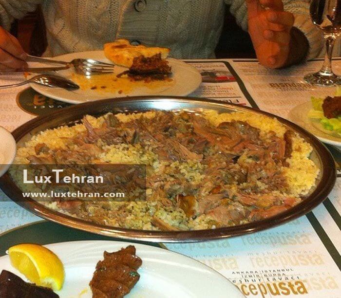 طبح نان و برنج و گوشت در رستوران