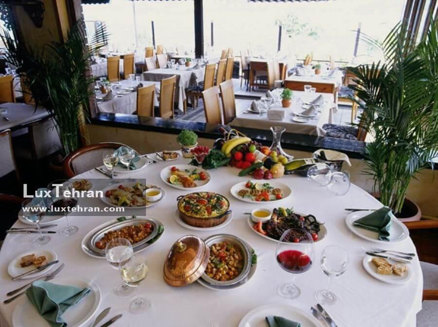 میز غذای رستوران پارک فوار شهر استانبول