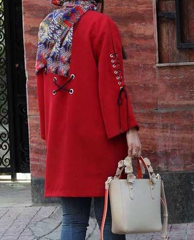 مدلی طرحدار از مانتو اسپرت دخترانه قرمز رنگ و شیک و کمی کوتاه