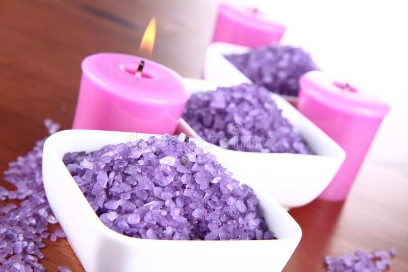 نمک های رنگارنگ در نمک درمانی در مراکز اسپا