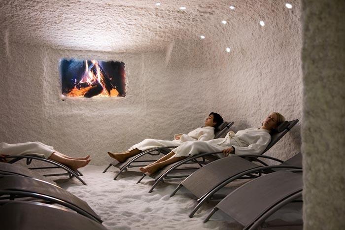 اتاق های نمکی در مراکز اسپا تخصصی که فعالیت های نمک درمانی انجام می دهد