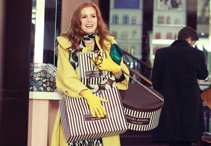 ترکیبی جذاب از رنگ زرد را در دستکش و لباس ربکا در فیلم اعترافات یک معتاد خرید