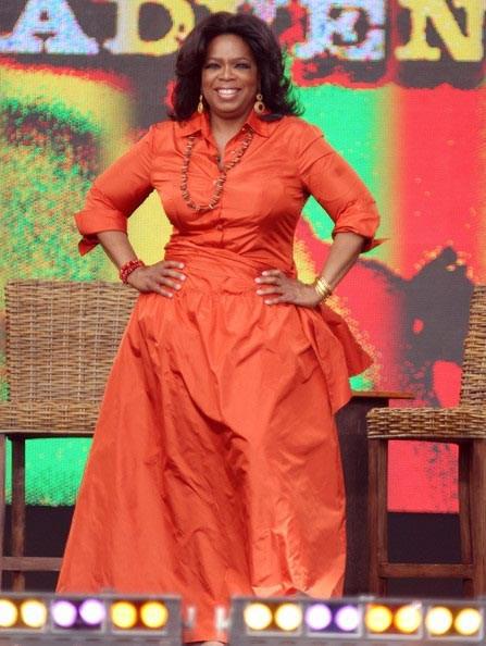 لباس قرمز نارنجی اپرا وینفری