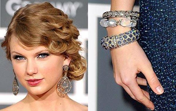 تصویری از کلکسیون طلا و جواهرات و اکسسوری تیلور سویفت که برند لورین شوراتز دارد