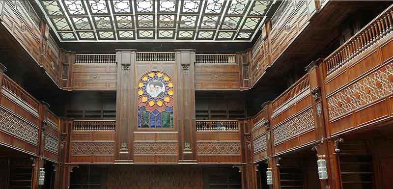 تصویری از معماری جذاب چوبی باغ کتاب ایران مال