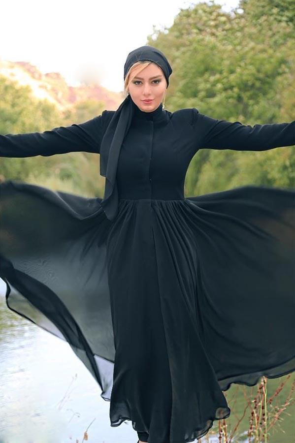 مدل مانتو بلند مشکی سحر قریشی