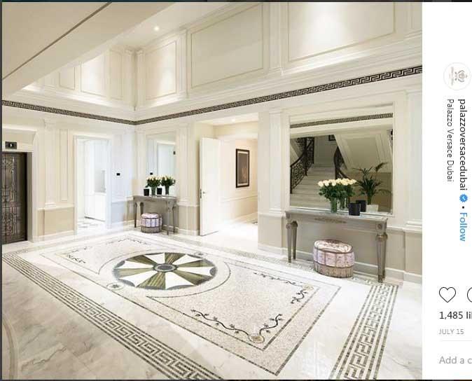 طرحی از دکوراسیون داخلی بخش لابی هتل مجلل ۵ ستاره ورساچه دوبی