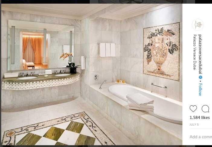 تصویر دکوراسیون داخلی حمام اتاق امپریال در هتل ۵ ستاره مجلل ورساچه