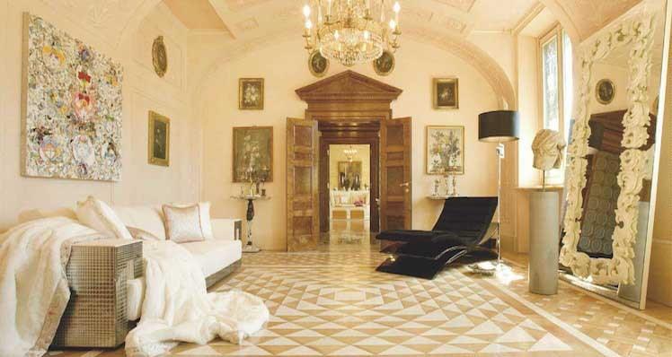 دکوراسیون داخلی اتاق نشیمن به سبک ورساچه