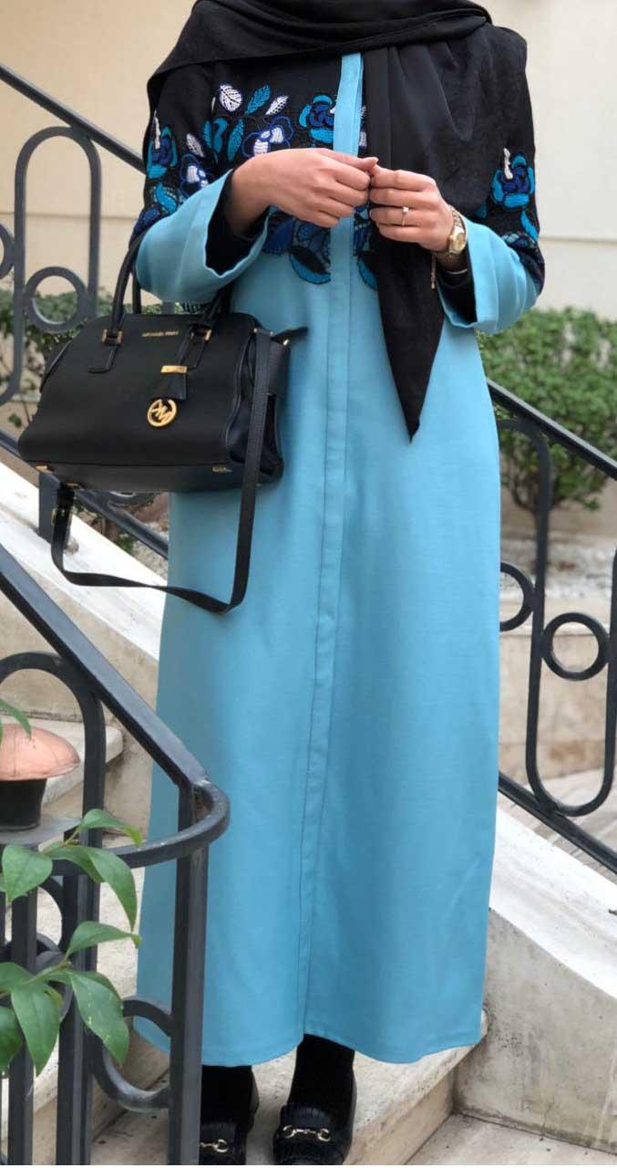 مانتو بلند آبی رنگ از طرح های تابستانی آناشید حسینی