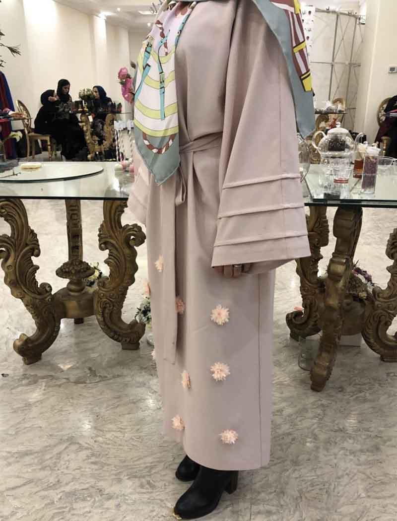 از محصولات جدید مدل مانتو این خانم شیک پوش آناشید حسینی