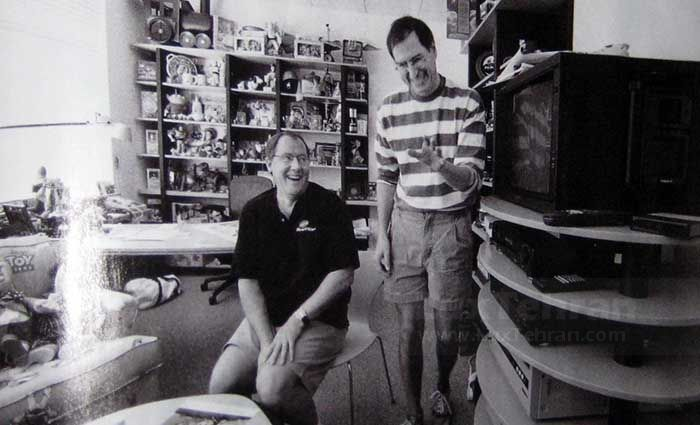 استیو جابز با شلوارک و تیپی متفاوت