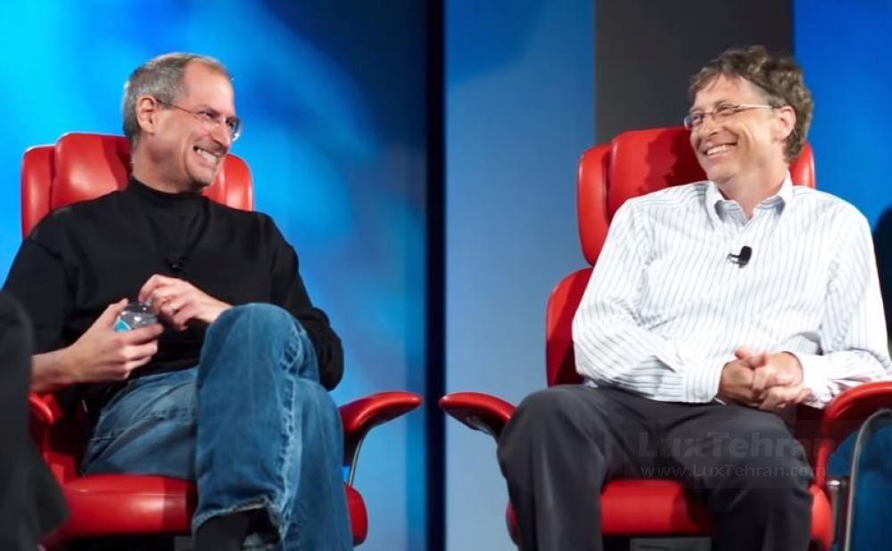 بیل گیتس موسس میلیاردر مایکروسافت در کنار استیو جابز