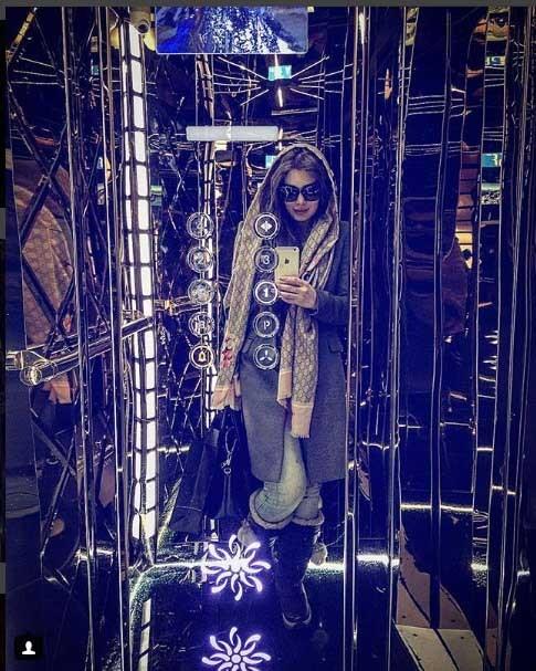 سحر قریشی نمایش مانتوهای جدید خود با سلفی های آینه ای