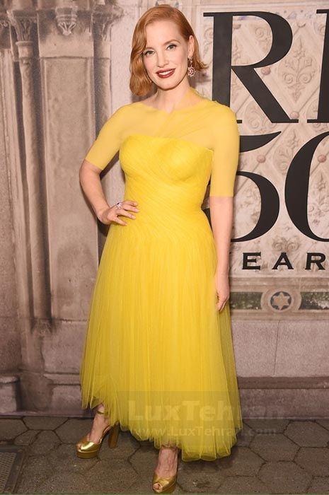 استایل زرد رنگ بدون آستیناز رالف لورن هستین که توسط JESSICA CHASTAIN