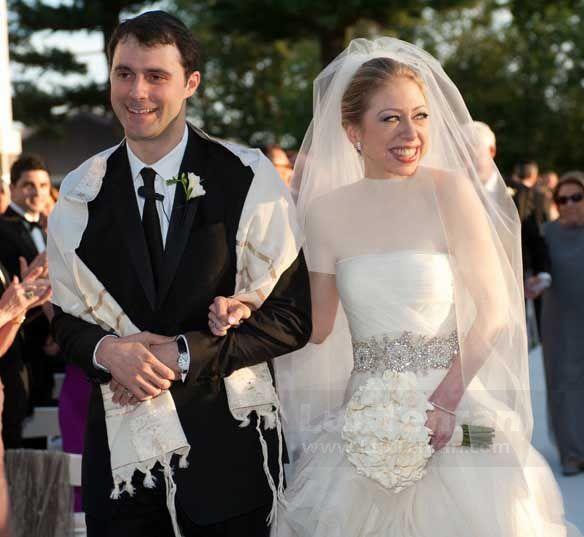 تصویر لباس عروس چلسی کلینتون دختر رییس جمهور سابق ایالات متحده دوخته شده توسط اسکار دلارنتا