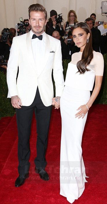 ( دیوید بکهام در کنار همسرش با TOPICAL BLACK TIE را مشاهده می کنید)