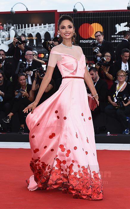 لباس صورتی رنگ خال خالی از PATRICIA CONTRERAS