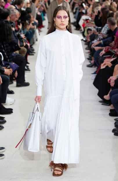 لباس کاملا اسلامی و منطبق با قوانین کشور