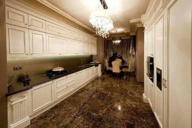 طراح شیک و مجلل آشپزخانه و کابینت که در یکی از طبقات روما رزیدنس