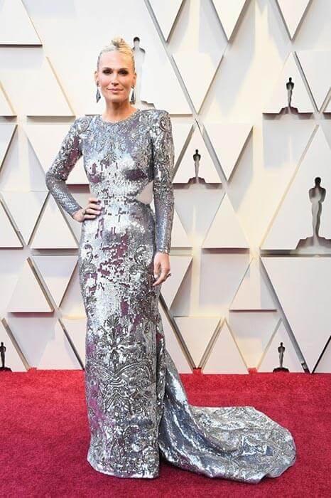 (لباس بلند و پر زرق و برق مولی سیمس