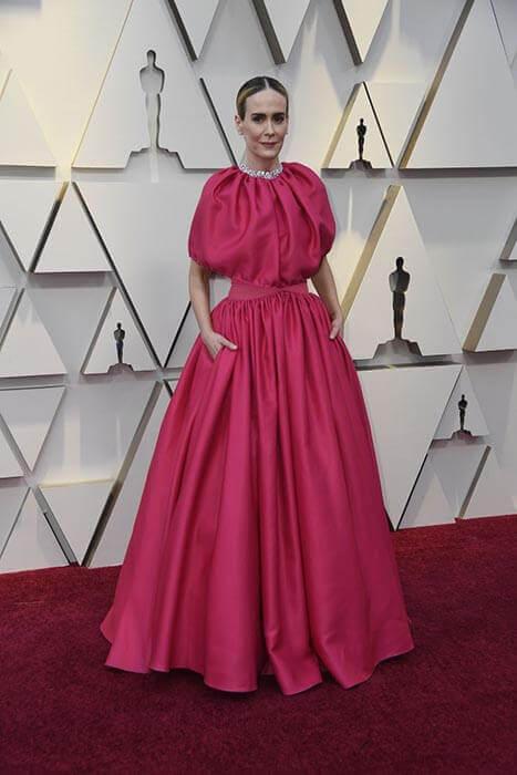 طراحی بالا تنه و یقه لباس سارا پالسون