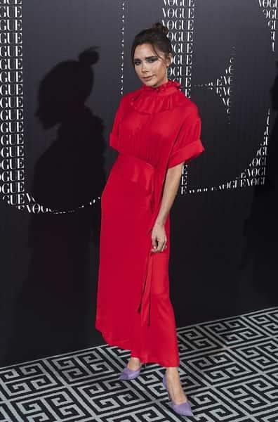 استایلی قرمز رنگ و بلند و پوشیده از ویکتوریا بکهام