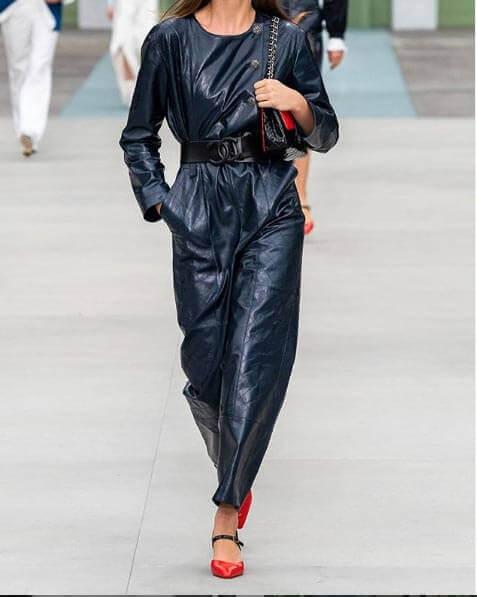لباس یک سره چرمی خوش رنگ شانل  ویرجینی ویارد