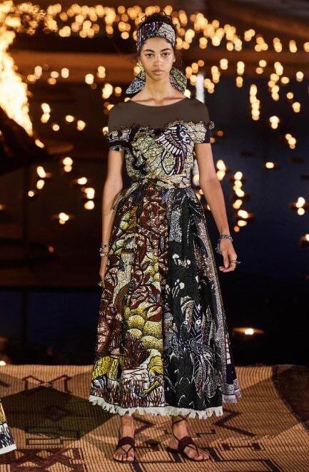 لباس تابستانی طرح دار آستین کوتاه یقه دکلته از کالکشن ریزورت کریستین دیور
